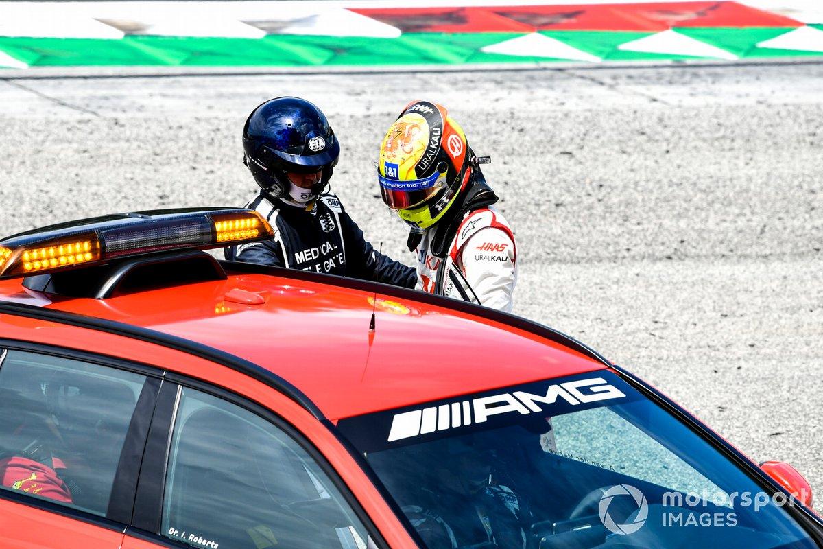 Мик Шумахер, Haas F1, после аварии в тренировке