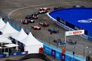Stoffel Vandoorne, Mercedes-Benz EQ, EQ Silver Arrow 02, Oliver Rowland, Nissan e.Dams, Nissan IMO3, Alexander Sims, Mahindra Racing, M7Electro, Norman Nato, Venturi Racing, Silver Arrow 02, at the start