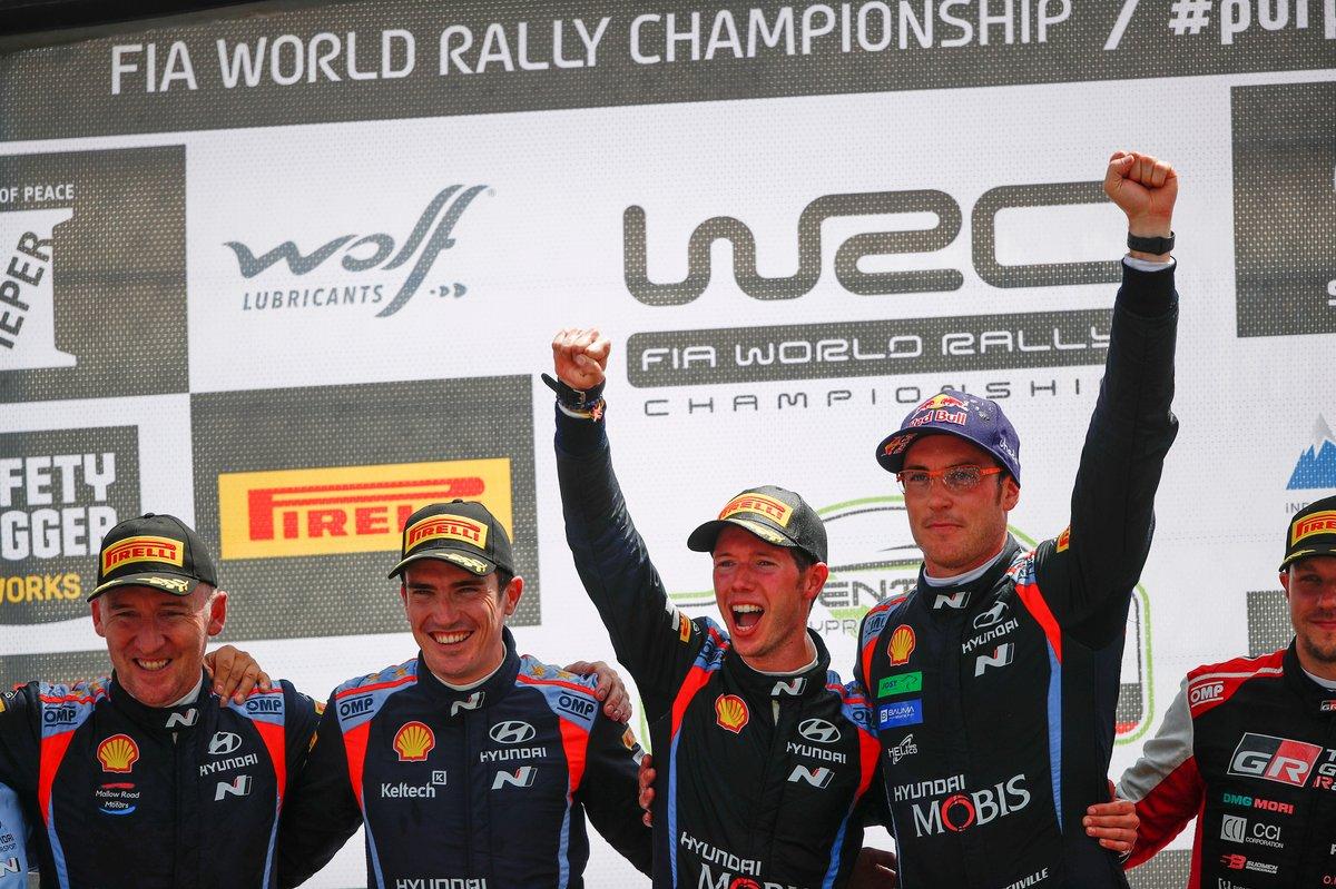 Podio: Vincitore Thierry Neuville, Martijn Wydaeghe, Hyundai Motorsport Hyundai i20 Coupe WRC, secondo posto Craig Breen, Paul Nagle, Hyundai Motorsport Hyundai i20 Coupe WRC