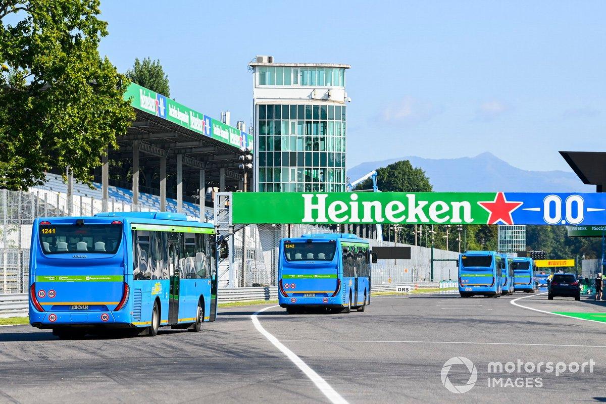 Autobuses en la pista