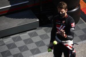 Romain Grosjean, Haas F1, s'entraîne à un exercice de réflexes avant les EL2