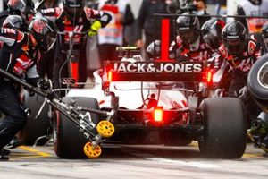 Kevin Magnussen, Haas VF-20, makes a pit stop