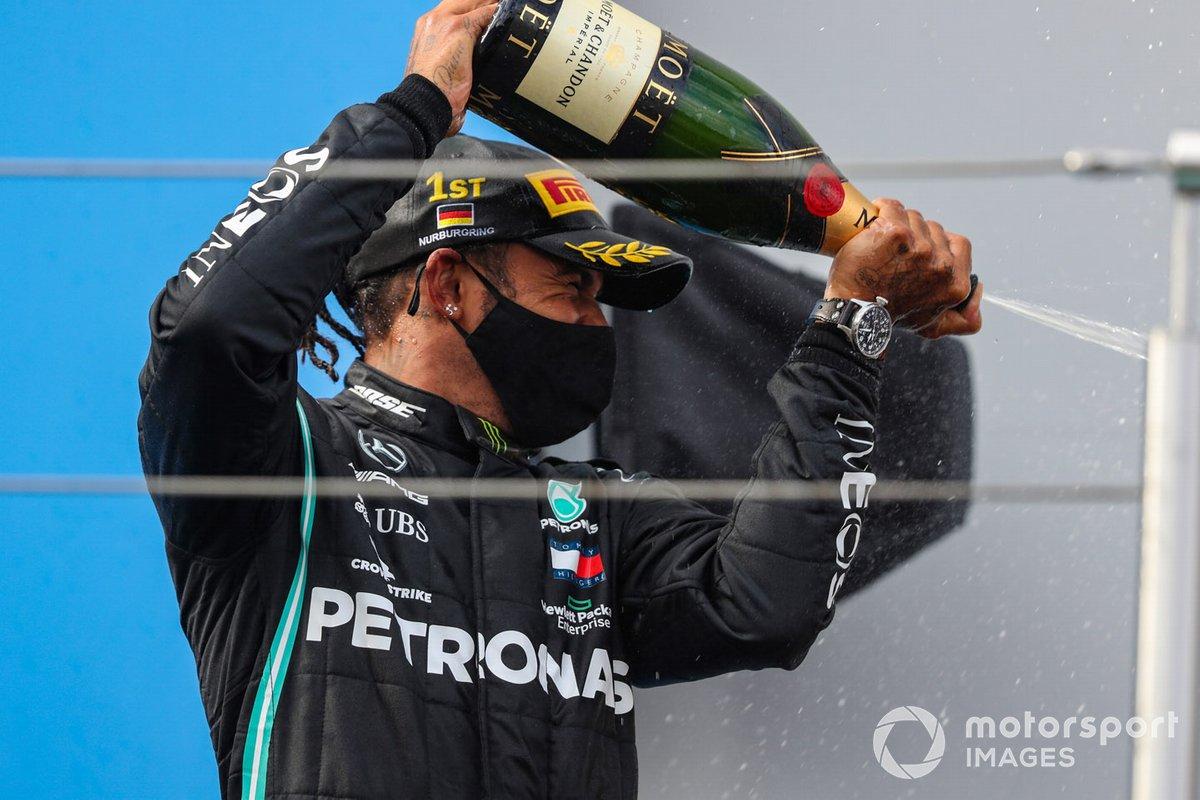 Lewis Hamilton, Mercedes-AMG F1, 1°posto, festeggia sul podio