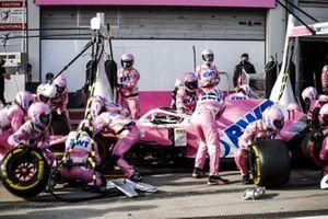 Sergio Perez, Racing Point RP20, fa un pitstop