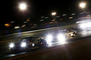 #99 Dempsey-Proton Racing Porsche 911 RSR: Vutthikorn Inthraphuvasak, Lucas Legeret, Julien Andlauer