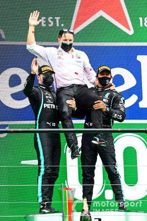 Valtteri Bottas, Mercedes-AMG F1, 2nd position, Peter Bonnington, Race Engineer, Mercedes AMG, and Lewis Hamilton, Mercedes-AMG F1, 1st position, celebrate on the podium