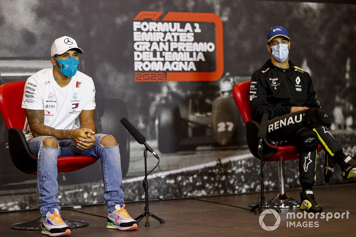Lewis Hamilton, Mercedes-AMG F1 y Daniel Ricciardo, Renault F1 en la conferencia de prensa