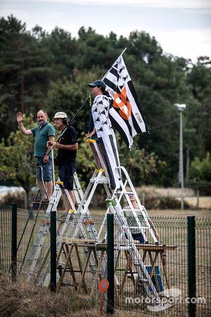 Fans con banderas de Bretaña