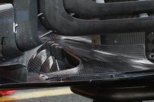Dettaglio delle alette sul fondo Ferrari SF1000