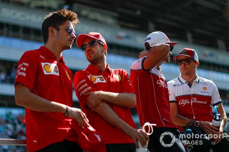 Charles Leclerc, Ferrari, Sebastian Vettel, Ferrari, Antonio Giovinazzi, Alfa Romeo Racing, e Kimi Raikkonen, Alfa Romeo Racing