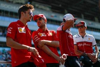 Charles Leclerc, Ferrari, Sebastian Vettel, Ferrari, Antonio Giovinazzi, Alfa Romeo Racing, en Kimi Raikkonen, Alfa Romeo Racing
