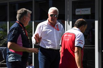 Otmar Szafnauer, Teambaas en CEO, Racing Point, Lawrence Stroll, eigenaar Racing Point, en Frederic Vasseur, Teambaas, Alfa Romeo Racing