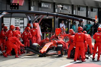 Charles Leclerc, Ferrari SF90, en pits
