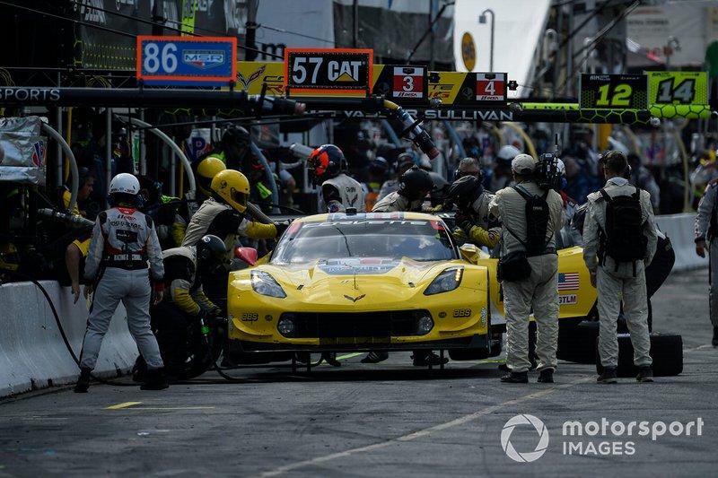 #4 Corvette Racing Corvette C7.R, GTLM: Oliver Gavin, Marcel Fassler au stand.