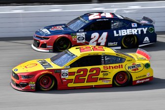 Joey Logano, Team Penske, Ford Mustang Shell Pennzoil and William Byron, Hendrick Motorsports, Chevrolet Camaro Liberty University