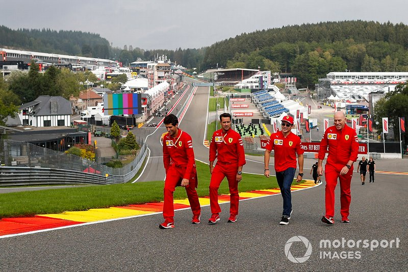 Charles Leclerc, Ferrari, walks the track with Jock Clear, Race Engineer, Ferrari