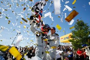 Winnaar #77 Mazda Team Joest Mazda DPi, DPi: Oliver Jarvis, Tristan Nunez