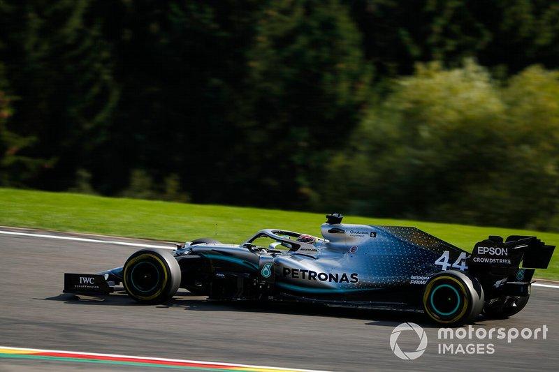 Если же считать с начала гибридной эры, то статистика будет в пользу Mercedes, пилоты которой поднимались на подиум примерно столько же раз, сколько все остальные команды вместе взятые: 168 раз против 85 у Ferrari, 62 у Red Bull, 15 у Williams, 5 у Force India, 2 у McLaren и по одному подиуму у Lotus и Toro Rosso