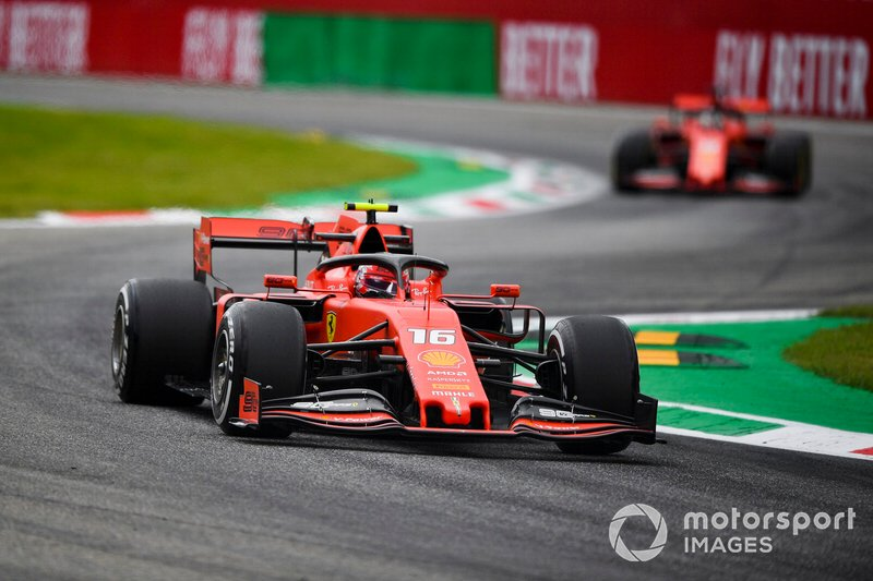 Charles Leclerc, Ferrari SF90 precede Sebastian Vettel, Ferrari SF90