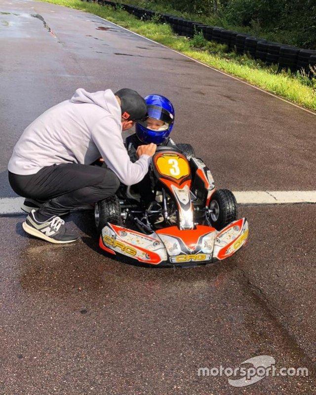 Kimi Raikkonen, oğlu Robin'e karting yaptırıyor