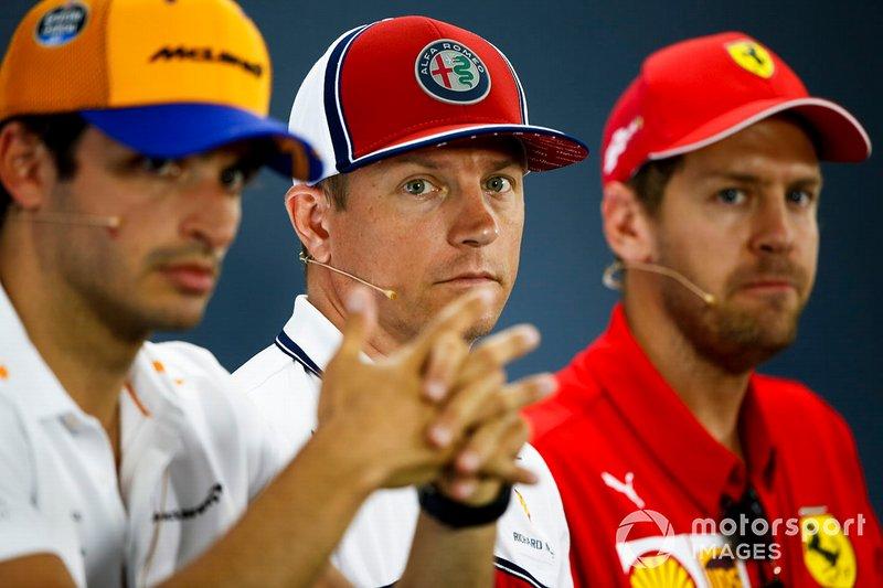 Carlos Sainz Jr., McLaren, Kimi Raikkonen, Alfa Romeo Racing et Sebastian Vettel, Ferrari lors de la conférence de presse
