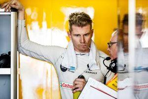 Nico Hulkenberg, Renault F1 Team, in the garage