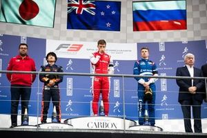 Marcus Armstrong, PREMA Racing Yuki Tsunoda, Jenzer Motorsport e Robert Shwartzman, PREMA Racing