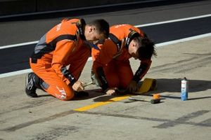 JOTA team move the pit box markings