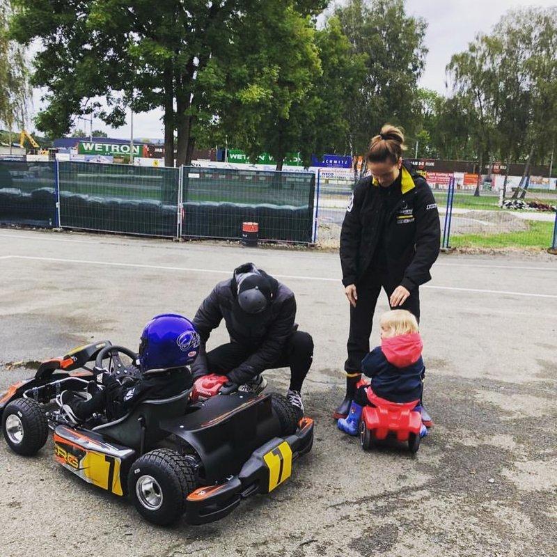 Kimi Raikkonen, oğlu Robin ile karting yapıyor