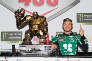 Kyle Larson, Chip Ganassi Racing, Chevrolet Camaro Clover celebrates in victory lane