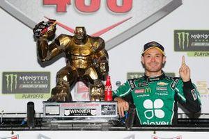 Kyle Larson, Chip Ganassi Racing, Chevrolet Camaro Clover celebrates in victory lane