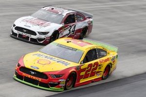 Joey Logano, Team Penske, Ford Mustang Shell Pennzoil, Michael McDowell, Front Row Motorsports, Ford Mustang The Pete Store