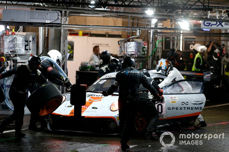 Пит-стоп: Кевин Эстре, Микаэль Кристенсен и Рихард Лиц, GPX Racing, Porsche 911 GT3 R (№20)