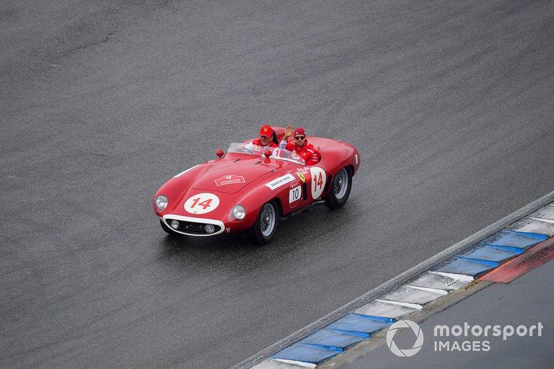 Sebastian Vettel, Ferrari, en el desfile