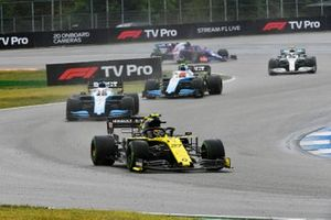 Nico Hulkenberg, Renault F1 Team R.S. 19, leads George Russell, Williams Racing FW42, and Robert Kubica, Williams FW42