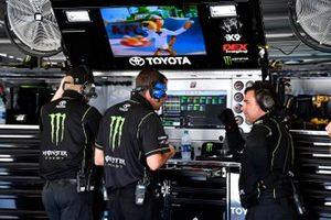 Riley Herbst, Joe Gibbs Racing, Toyota Supra Monster crew