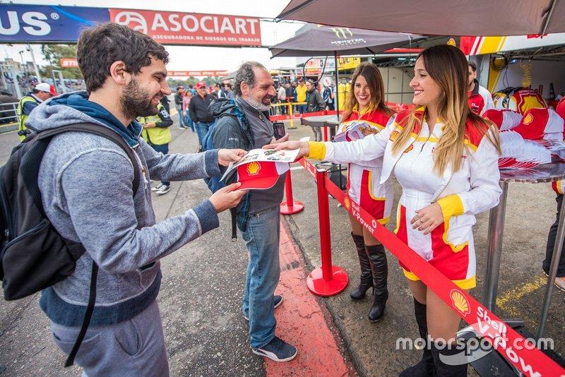 Público no autódromo de Buenos Aires