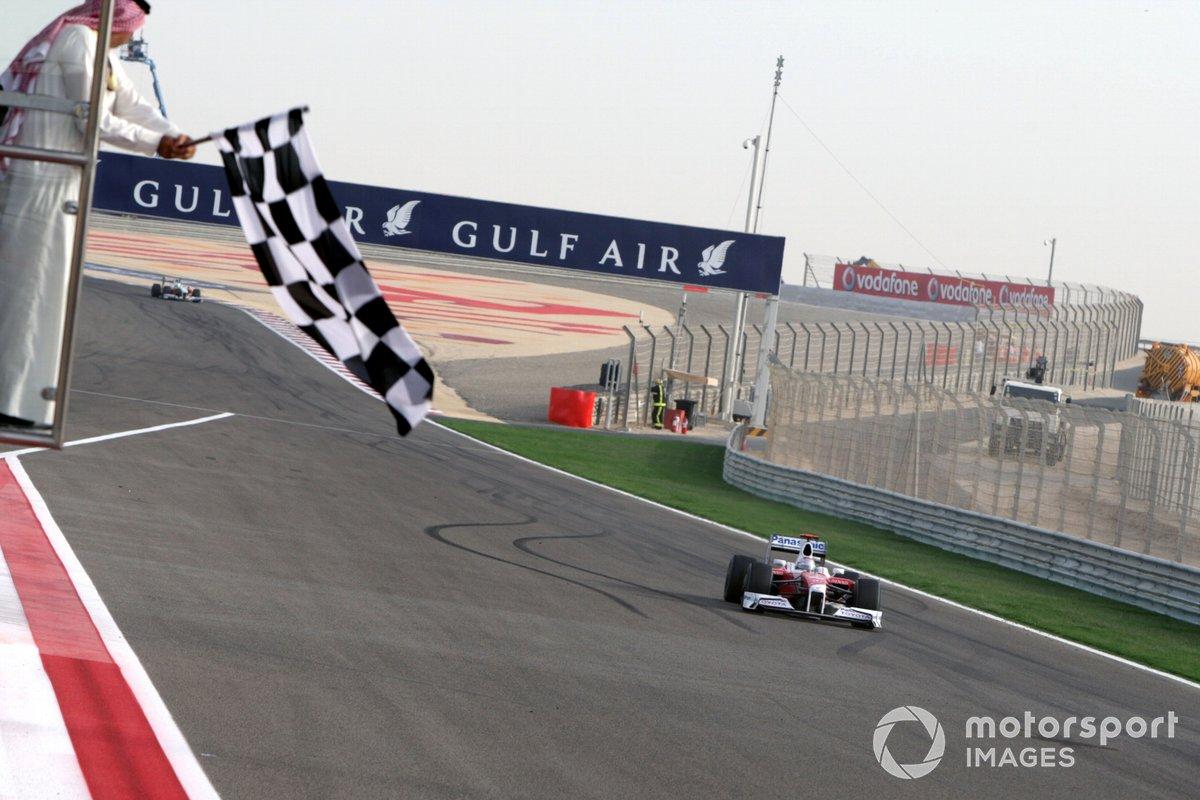Jarno Trulli, Toyota TF109 cruza la meta en tercer lugar