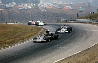 Reine Wisell, Lotus 72D Ford leads Carlos Pace, March 711 Ford