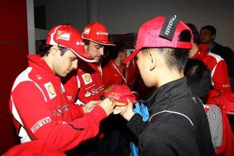 Felipe Massa y Fernando Alonso, de la Scuderia Ferrari
