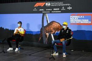 Daniel Ricciardo, Renault F1 Team and Esteban Ocon, Renault F1 Team in the press conference