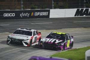 Erik Jones, Joe Gibbs Racing Toyota, Jimmie Johnson, Hendrick Motorsports, Chevrolet