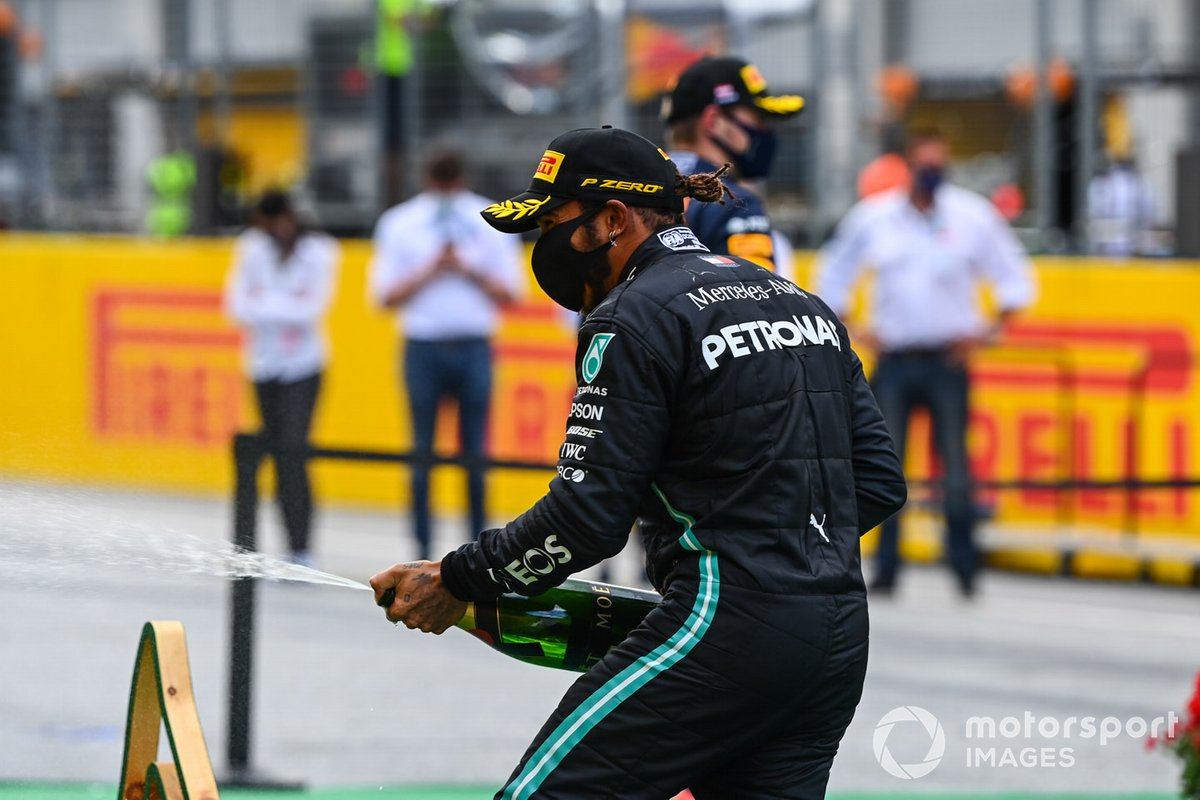 Lewis Hamilton, Mercedes-AMG Petronas F1, sprays champage on the podium