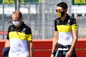 Esteban Ocon, Renault F1 walks the track with a member of the team