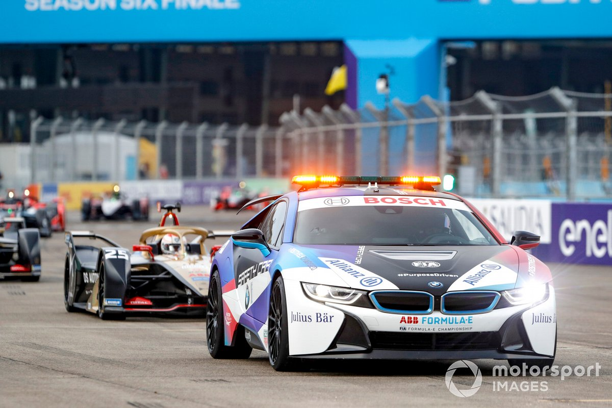 BMW i8 Safety car leads the pack