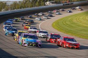 Kevin Harvick, Stewart-Haas Racing, Ford Mustang Busch Light Apple, Kyle Busch, Joe Gibbs Racing, Toyota Camry M&M's Fudge Brownie