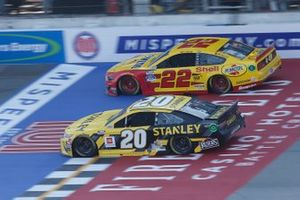 Erik Jones, Joe Gibbs Racing, Toyota Camry STANLEY Joey Logano, Team Penske, Ford Mustang Shell Pennzoil