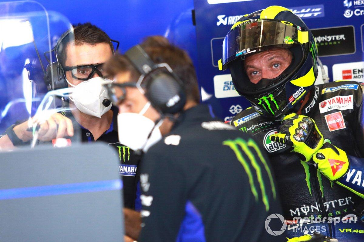 Valentino Rossi junto a su nuevo jefe de mecánicos, David Muñoz