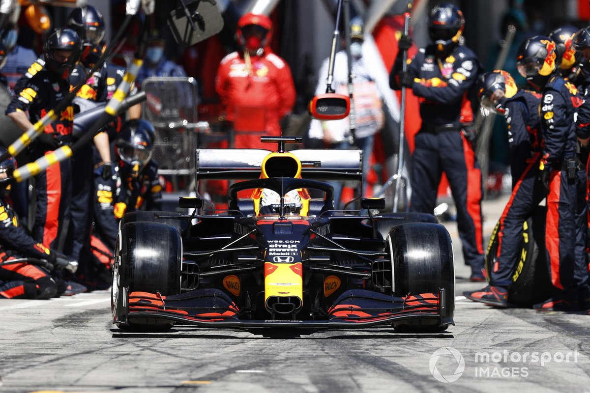 Max Verstappen, Red Bull Racing RB16, returns to the pits and retires from the race