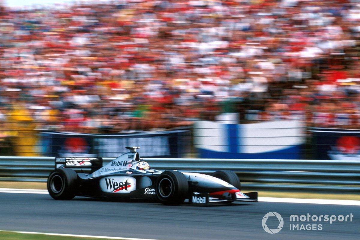 Как и в первый раз, McLaren ответила пит-стопом своего второго пилота, но на этот раз Дэвид выехал на трассу позади Ferrari